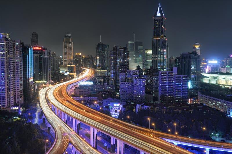Szanghaj ruch drogowy przy nocą fotografia royalty free