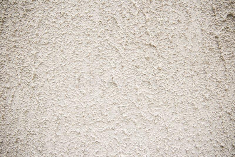 Szara betonowa ściana z białą abrazją i małymi dziurami fotografia stock