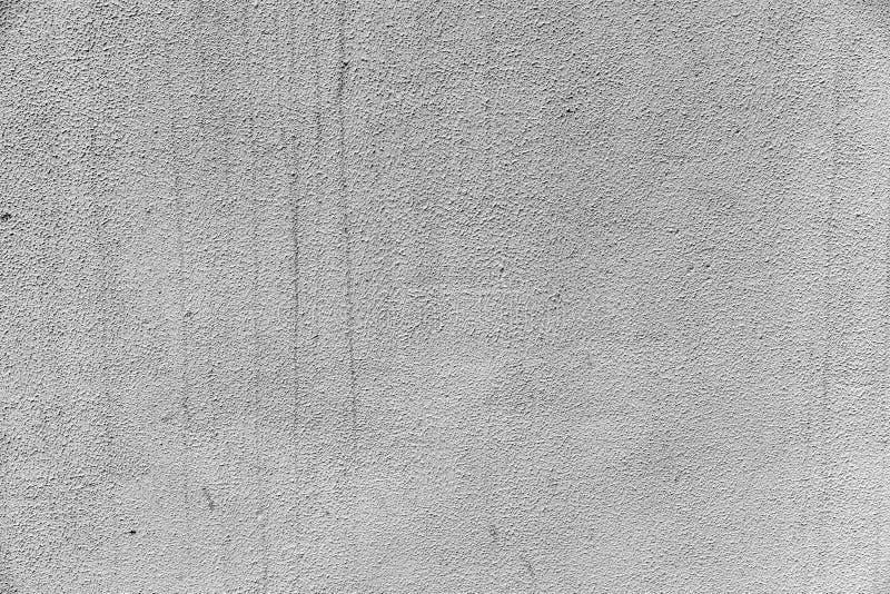 Szarość gipsowali ścianę z śladami woda dla tła zdjęcia royalty free
