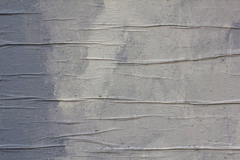 Szarość izolują z płótnem z namarszczeniami, biel punktami i pluśnięciami farba Szorstkiej powierzchni tekstura obraz stock