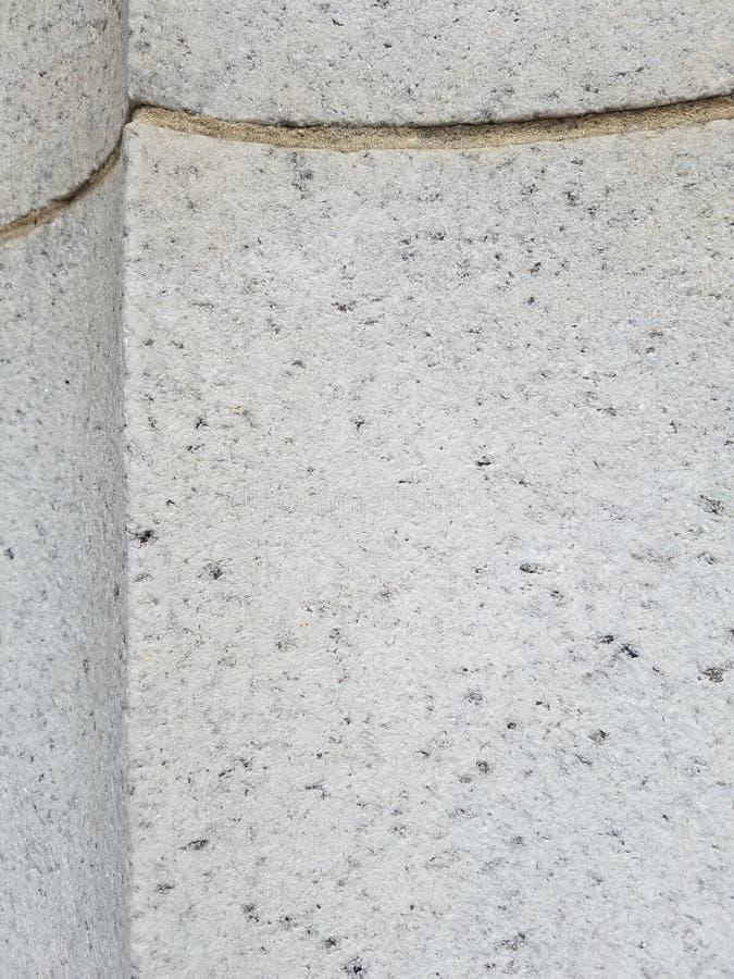 Szarość kamienny filar, przód i krawędź, Szczegół filar z rzeźbiącą złoto linią, krzywy zestrzela punkt przy krawędzią, wzrosty obraz stock