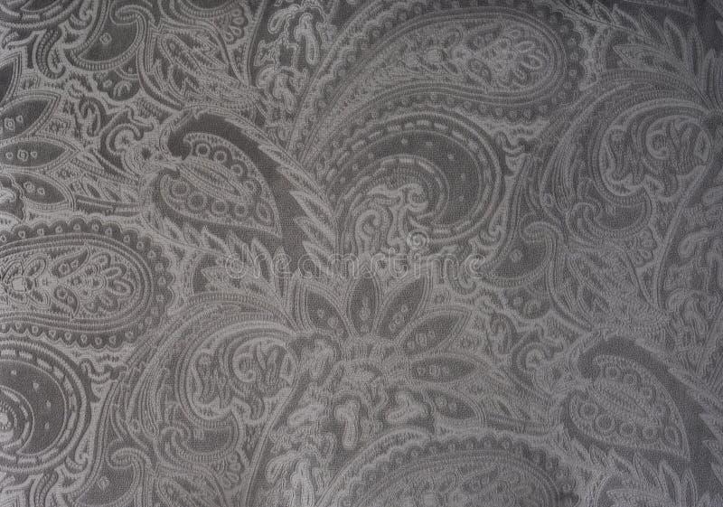 Szarość lub srebro aksamitna tkanina z rocznika eleganckim kwiecistym wzorem lub luksusową teksturą obraz stock