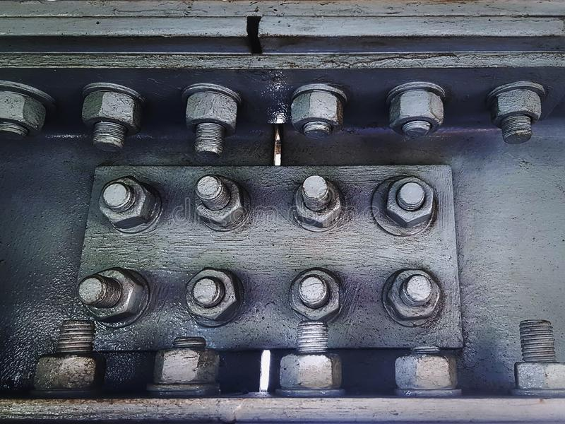Szarość Malujący metal Łączy talerze Łączy Stalowe ramy z grupą rygle i dokrętki zdjęcia stock