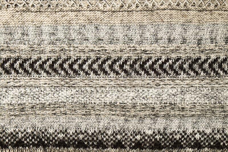 Szarość puloweru trykotowy zbliżenie Tekstylnej tekstury popielaty kolor, szczegółowy ciepły przędzy tło Puloweru czerep obraz royalty free