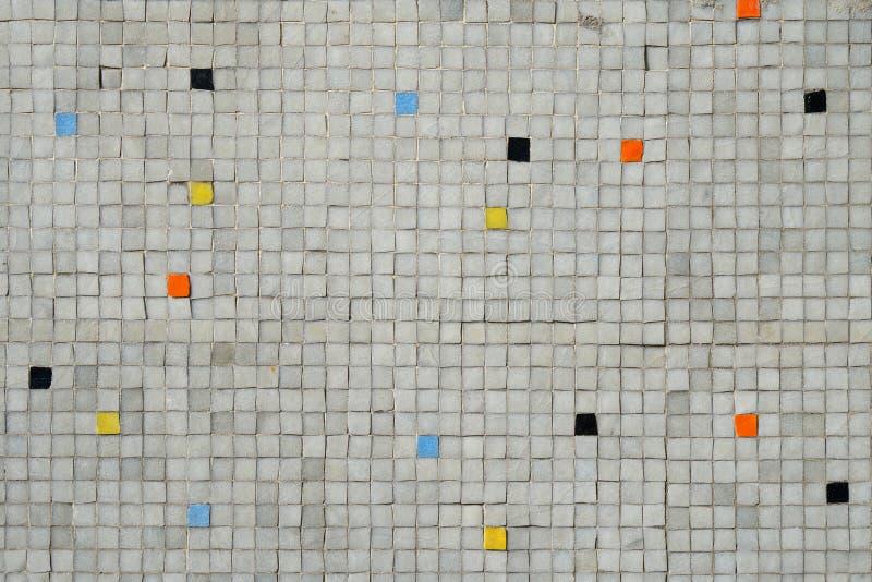 Szarość taflująca mozaiki ściana z przypadkowym koloru wzoru tłem zdjęcie stock