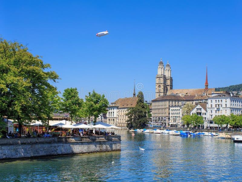 Szarotka aerostat nad Zurich miastem fotografia royalty free