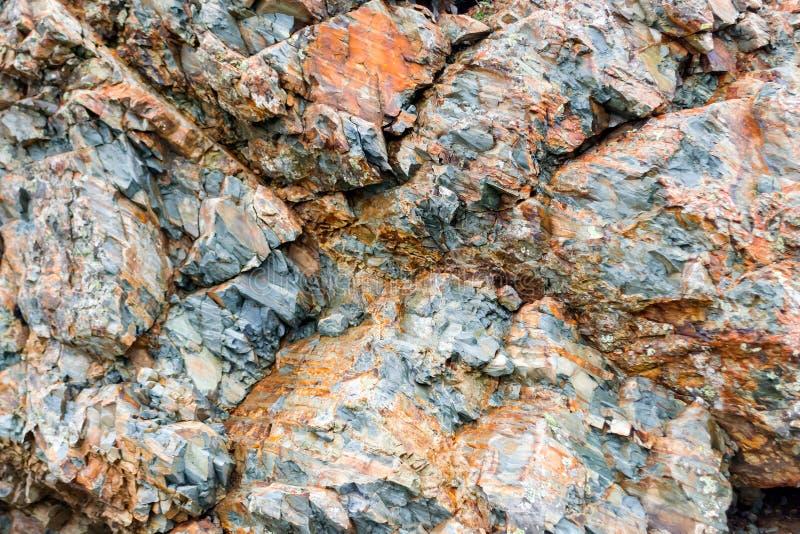 Szary brązu kamień na skale zdjęcia stock