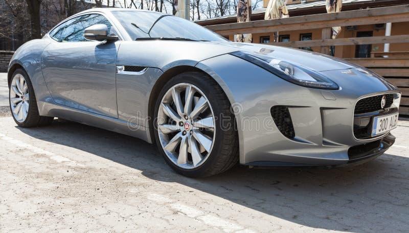Szary kruszcowy Jaguar typ coupe, zbliżenie zdjęcia royalty free