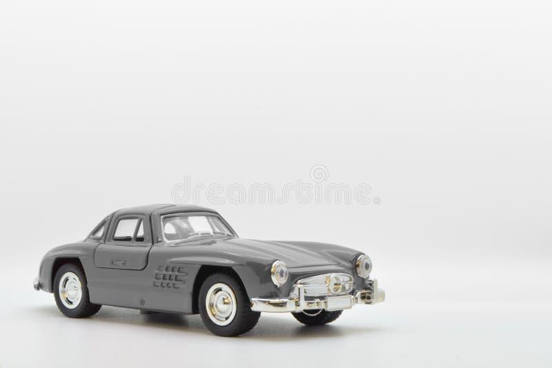 Szary mały antyczny model zabawki samochód odizolowywający na tle obrazy royalty free