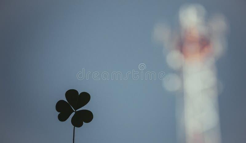 Szczęście i miłość związani niewidzialną siłą, fotografia stock