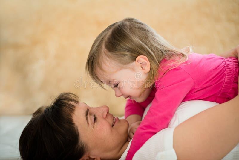 Szczęście - matka i córka obraz stock