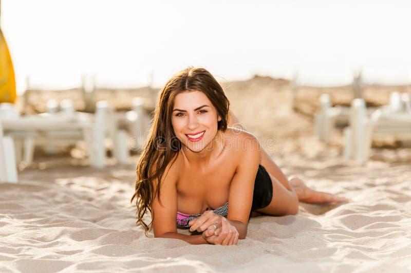 Szczęśliwa światło słoneczne kobieta zdjęcie stock