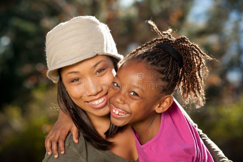 szczęśliwa Amerykanin afrykańskiego pochodzenia rodzina zdjęcie stock
