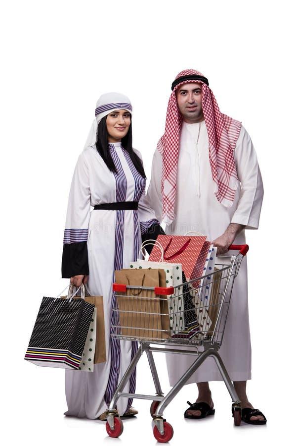Szczęśliwa arabska rodzina po robić zakupy odizolowywam na bielu obraz stock
