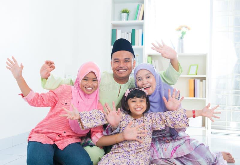 Szczęśliwa Azjatycka rodzina obrazy stock