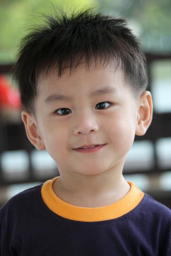 szczęśliwa azjatykcia chłopiec obraz stock