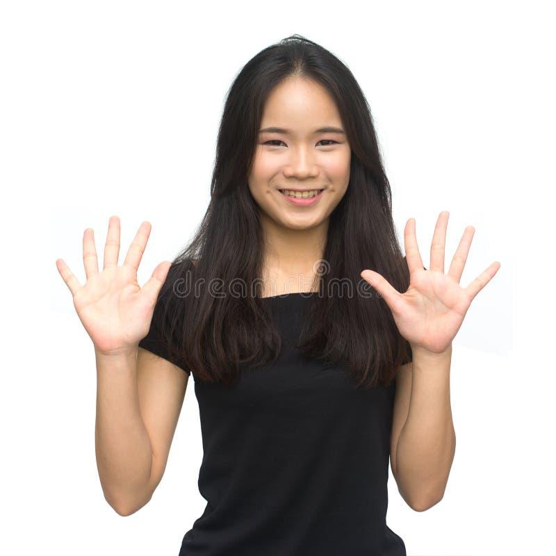 Szczęśliwa azjatykcia dziewczyna liczy siedem zdjęcie royalty free