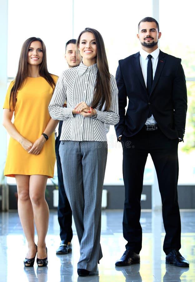 Szczęśliwa biznes drużyna z rękami krzyżował przy zdjęcia royalty free