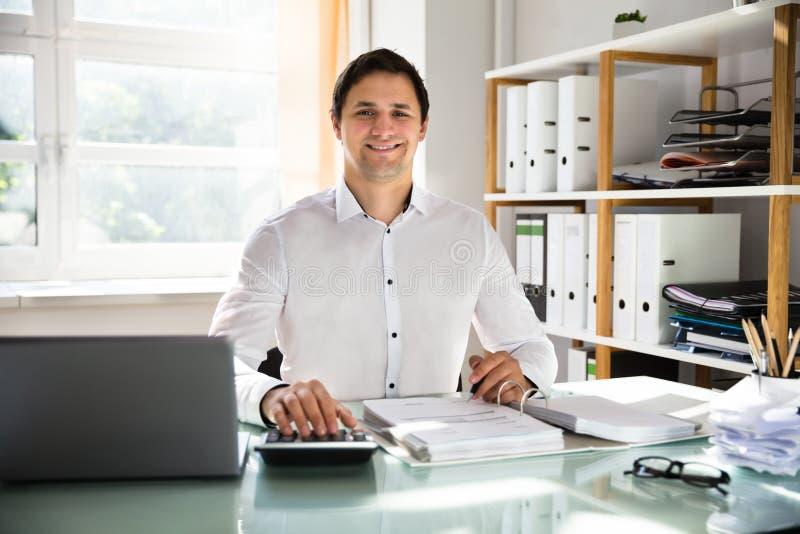 Szczęśliwa biznesmena cyrklowania faktura zdjęcia royalty free