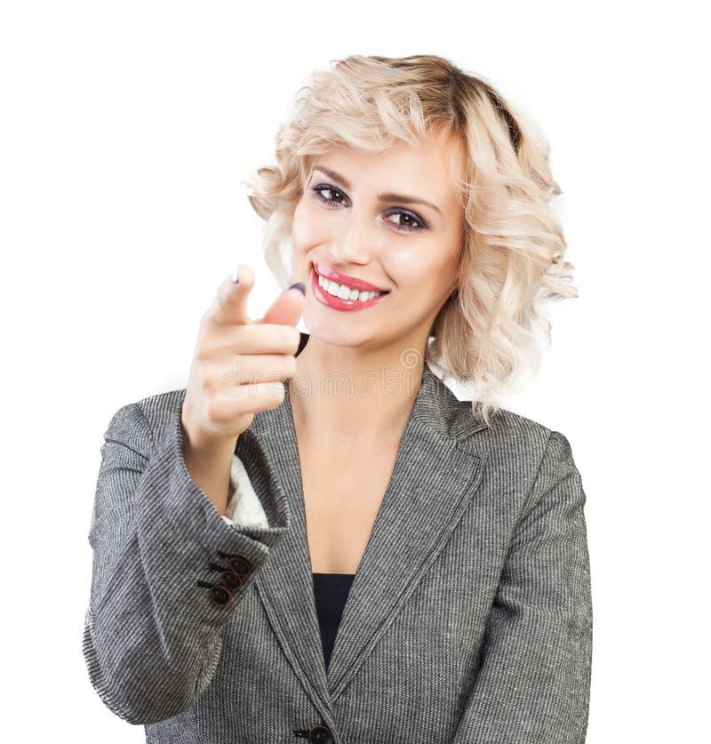 Szczęśliwa biznesowa kobieta wskazuje palec na białym tle zdjęcia stock