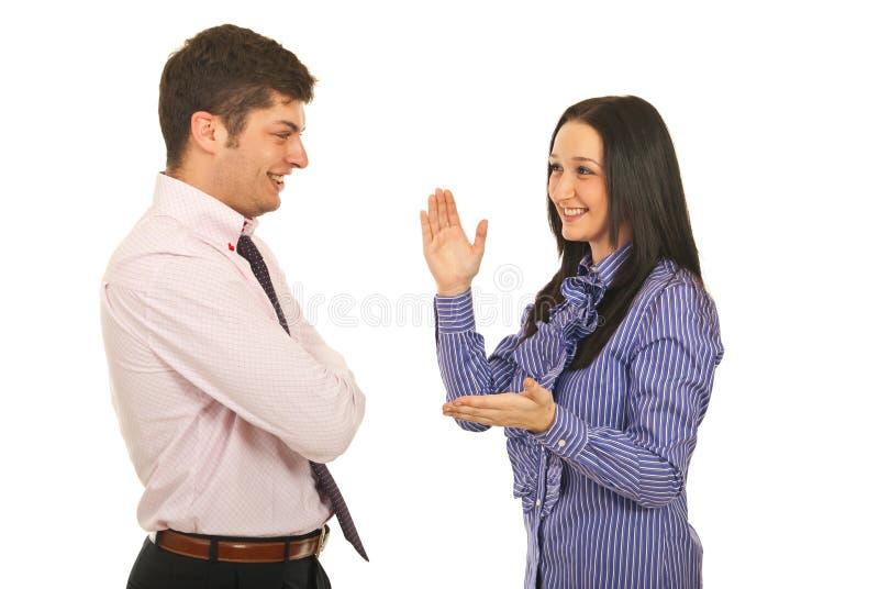 szczęśliwa biznesowa rozmowa mieć drużyny zdjęcia royalty free