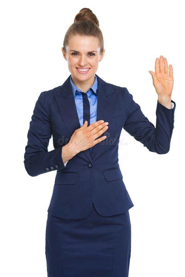 Szczęśliwa biznesowej kobiety ślubowania prawda obrazy stock