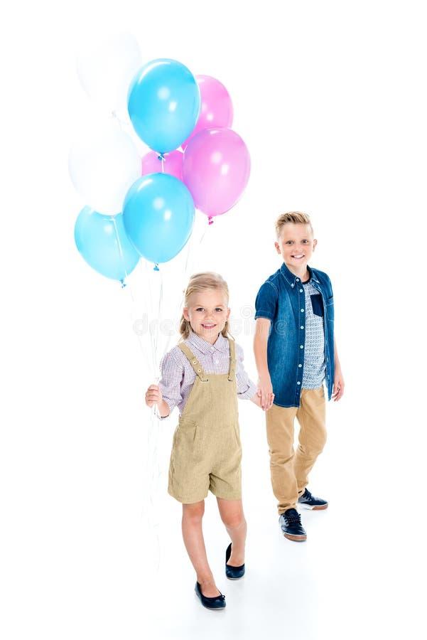 szczęśliwa chłopiec, śliczna mała dziewczynka z balonami i obrazy royalty free