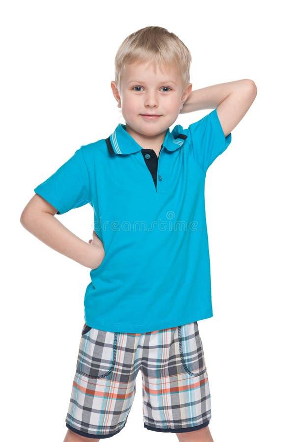 Download Szczęśliwa Chłopiec W Błękitnej Koszula Zdjęcie Stock - Obraz złożonej z samotnie, ufny: 41951444