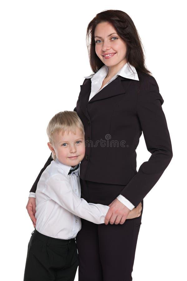 Szczęśliwa chłopiec z jego matką zdjęcia royalty free