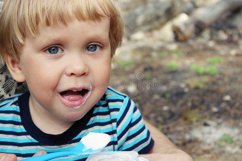 Szczęśliwa chłopiec, zamyka w górę portreta fotografia stock