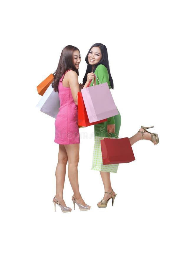 Szczęśliwa dwa azjata kobieta z torba na zakupy zdjęcie royalty free