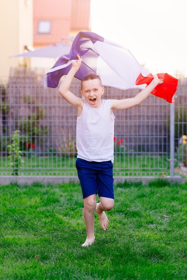 Szczęśliwa dziecko chłopiec z Francja flaga państowowa obraz royalty free