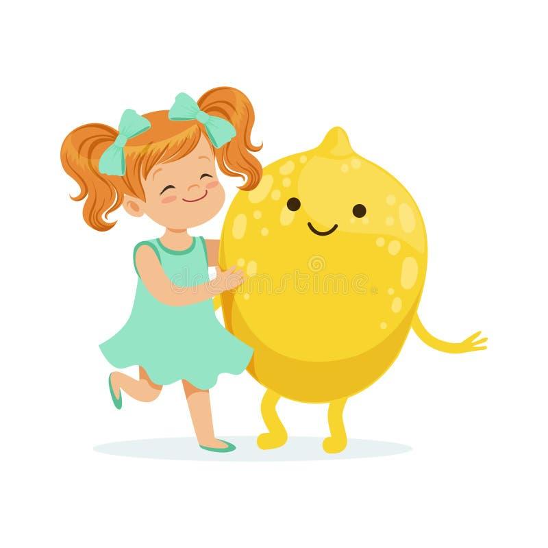 Szczęśliwa dziewczyna ma zabawę z świeżą uśmiechniętą cytryny owoc, zdrowy jedzenie dla dzieciaków charakterów wektoru kolorowej  royalty ilustracja