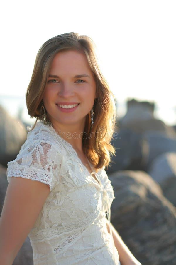 szczęśliwa dziewczyna nieźle portret nastolatków. fotografia royalty free