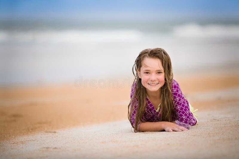 szczęśliwa dziewczyna plażowa fotografia stock