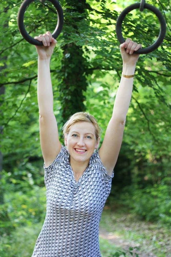 szczęśliwa dziewczyna sportu zdjęcie royalty free