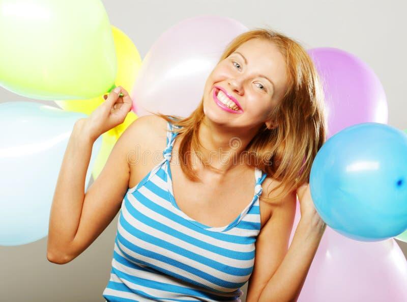 Szczęśliwa dziewczyna z balonami obraz stock
