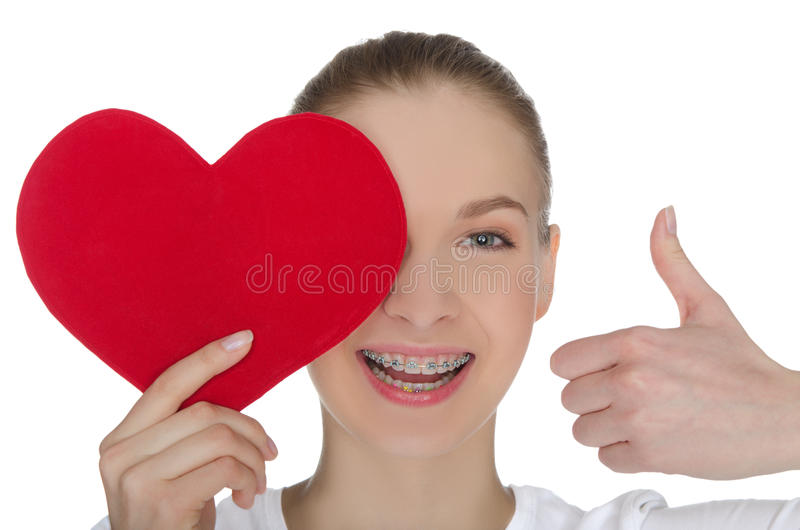 Szczęśliwa dziewczyna z brasami i sercem zdjęcie royalty free