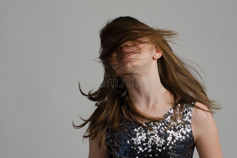 Szczęśliwa dziewczyna z długie włosy zdjęcia stock