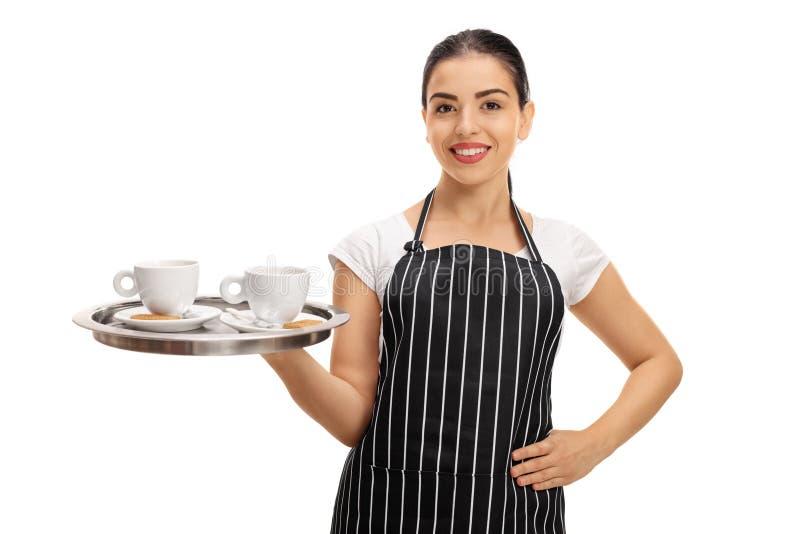 Szczęśliwa kelnerka trzyma tacę z dwa filiżankami zdjęcia stock