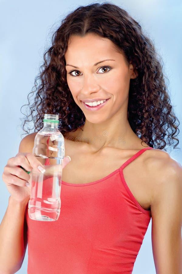 Szczęśliwa kobieta i butelka woda obraz royalty free