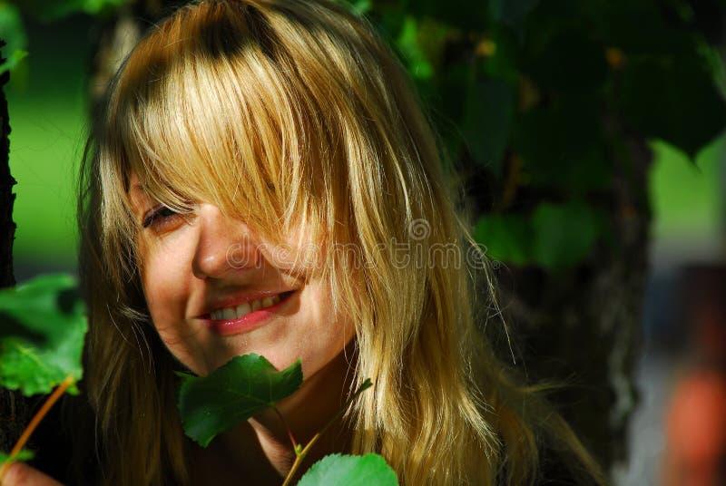szczęśliwa kobieta natury obraz stock