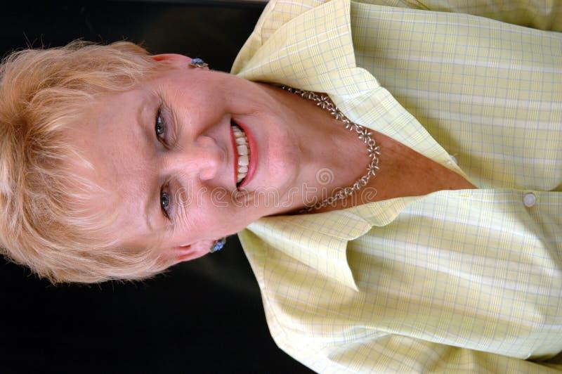 szczęśliwa kobieta seniora portret zdjęcie royalty free