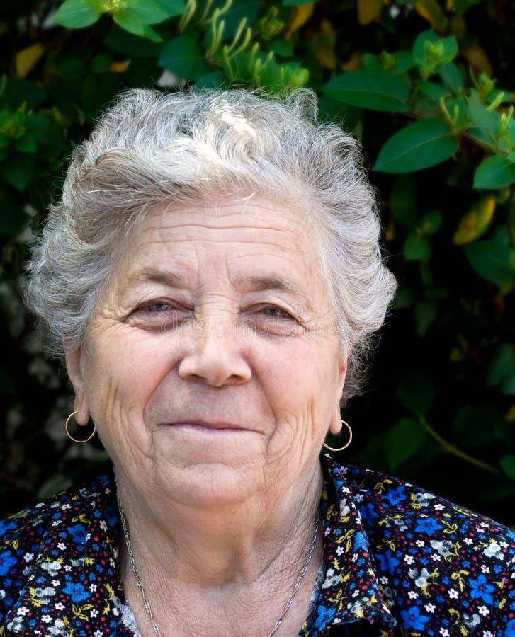 szczęśliwa kobieta seniora portret obrazy royalty free