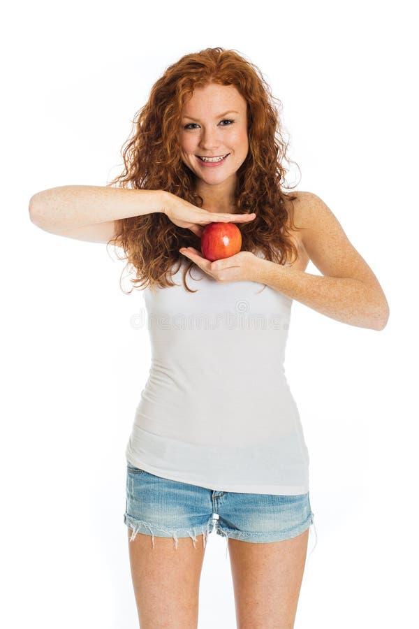 Szczęśliwa kobieta trzyma jabłka zdjęcia stock