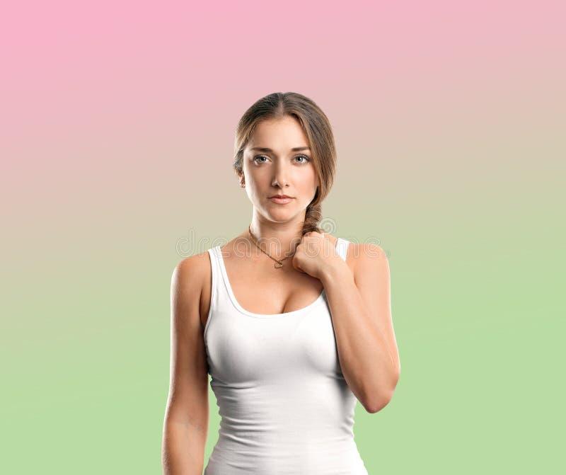 Szczęśliwa kobieta w koszula zdjęcia royalty free