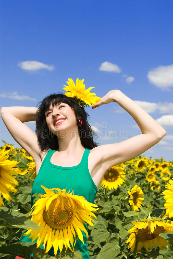 szczęśliwa kobieta w terenie fotografia royalty free