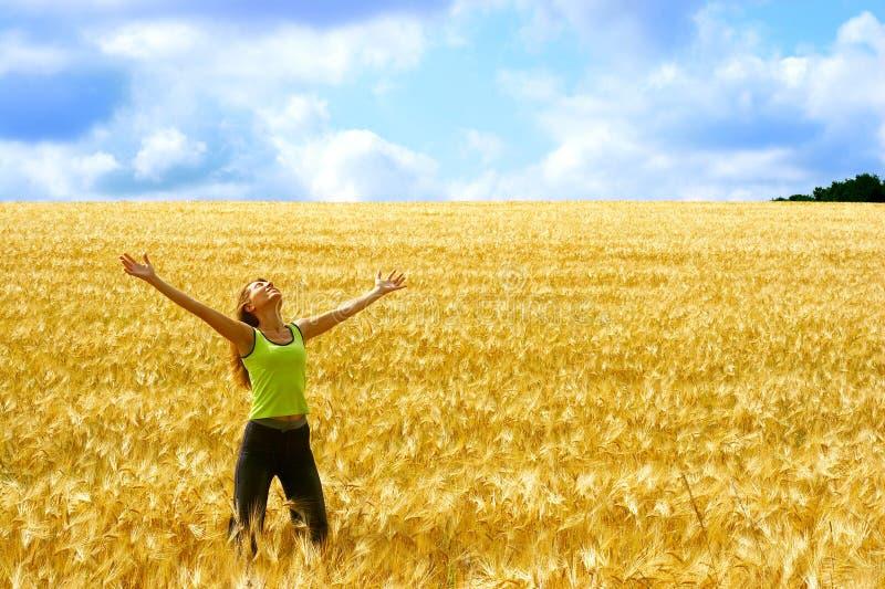 szczęśliwa kobieta wolności zdjęcia royalty free