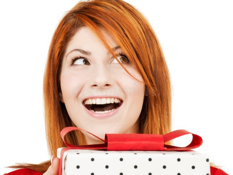 Szczęśliwa kobieta z prezenta pudełkiem obraz stock