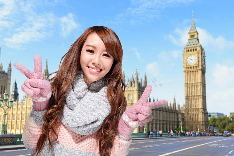 Szczęśliwa kobiety podróż w Londyn zdjęcia stock